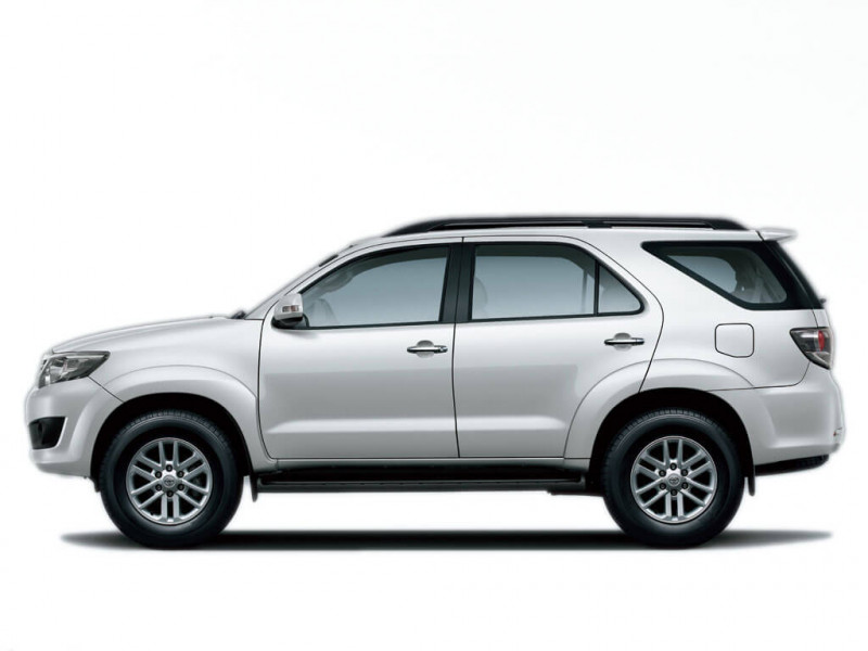 Toyota Fortuner Photos Interior Exterior Car Images Cartrade